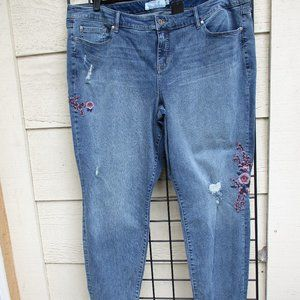 TORRID ~ DISTRESSED EMBROIDERED JEANS ~ 28 T~ TALL
